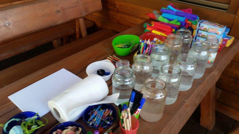 Mamy dużo materiałów plastycznych.